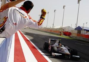 Rio Haryanto vence corrida 2 da GP2 no Bahrein (Foto: Divulgação)
