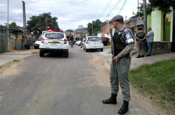 Polícias, brigada Militar, vila cruzeiro (Foto: Ivani Schütz/RBS TV)