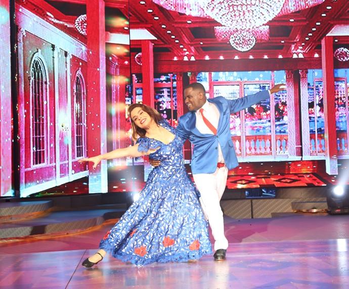 Françoise Forton dança com elegância no palco do 'Domingão' (Foto: Carol Caminha/ Gshow)
