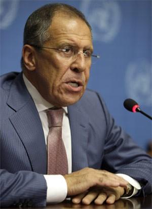 Serguei Lavrov, da Rússia, fala a jornalistas após reunião na Suíça. (Foto: Reuters)