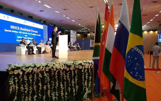 Ministro do Desenvolvimento, Marcos Pereira, em palestra para empresários na Índia (Foto: Reprodução)
