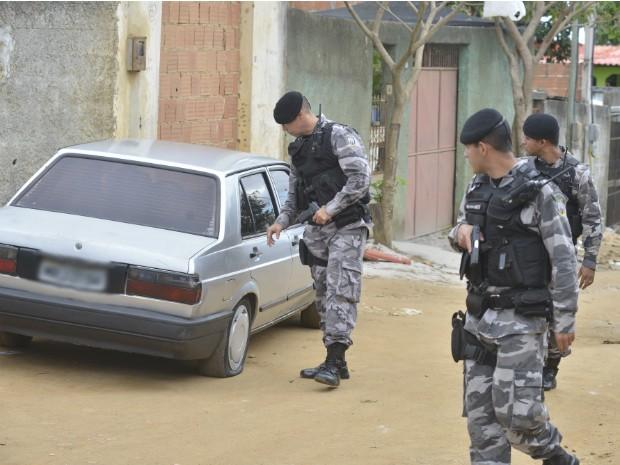 BME faz buscas pelo bairro Padre Gabriel e região (Foto: Edson Chagas/ A Gazeta)