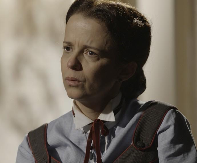 A preceptora conta que viu Berenice agonizar em seus braços (Foto: TV Globo)