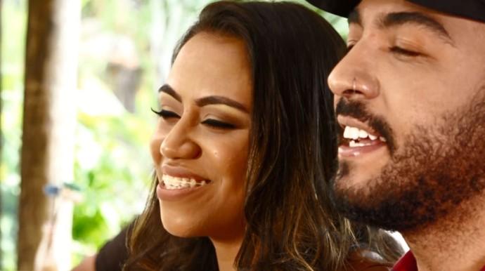 """Anna e Saulo mesclam duas músicas em uma só melodia e têm feito sucesso nas redes sociais com o """"mashup"""" (Foto: reprodução EPTV)"""