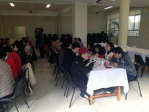Coreanos almoçam em igreja de Porto Alegre (Foto: Vinícius Guerreiro/G1)
