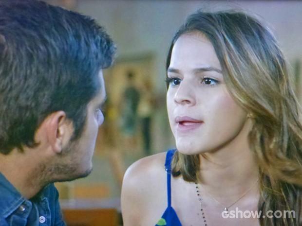 Luiza responde às insinuações de André sobre Laerte (Foto: Em Família/ TV Globo)