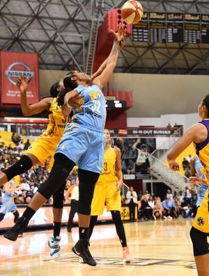 O Chicago Sky venceu o Los Angeles Sparks e segue vivo na WNBA (Foto: Reprodução/Twitter)