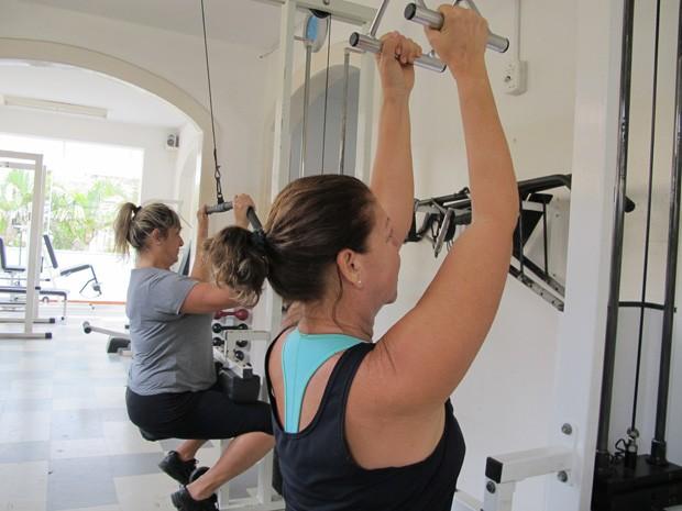 Alunas fazendo exercício na musculação (Foto: Mariane Rossi/G1)