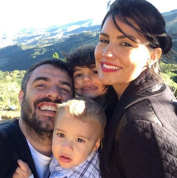 Daniel Saulo e Mariana Felício com os filhos, Antônio e Anitta (Foto: Arquivo Pessoal)