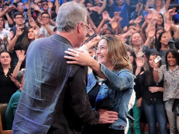 Jornalista dança forró com Pedro Bial durante gravação (Foto: TV Globo/Altas Horas)