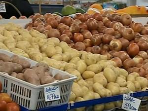 Batata está entre os produtos com preço em alta (Foto: Reprodução / TV TEM)