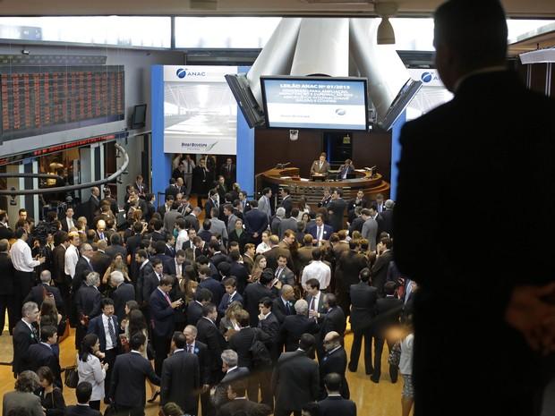 Leilão de concessão dos aeroportos do Galeão e Confins aconteceu na BM&FBovespa, nesta sexta (22) (Foto: Nelson Antoine/FotoArena/Estadão Conteúdo)