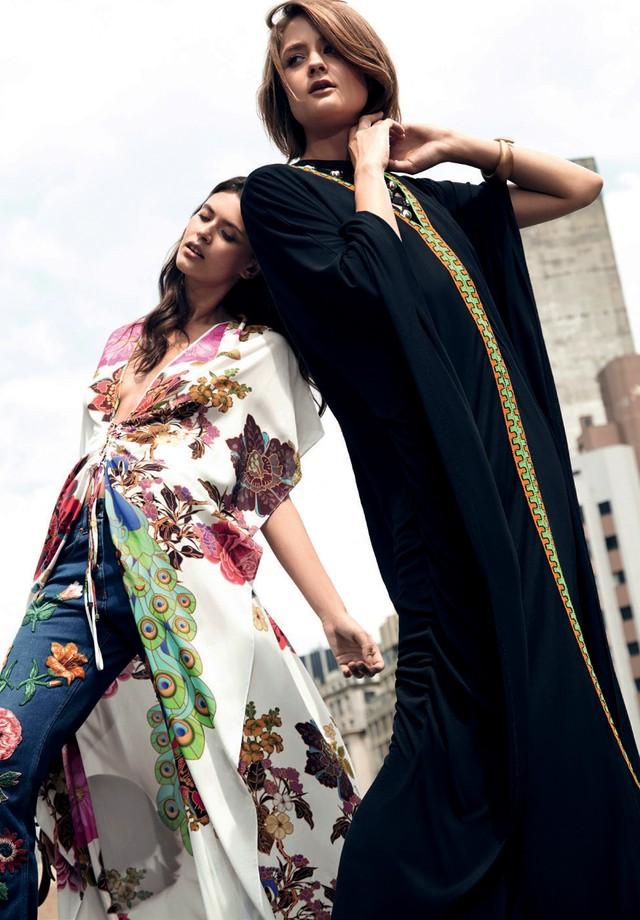 À esquerda, caftã (R$ 1.100) Adriana Barra e calça (R$ 8.820) Gucci. À direita, caftã (R$ 536) Nannacay, top (R$ 2.290) Iódice e pulseira (R$ 330) Cine 732 (Foto: Raquel Espírito Santo / Styling: Raquel Kavati)