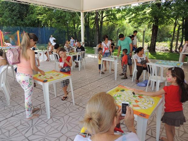 Jogos de tabuleiro foram outro destaque do dia (Foto: Divulgação/RPC TV)