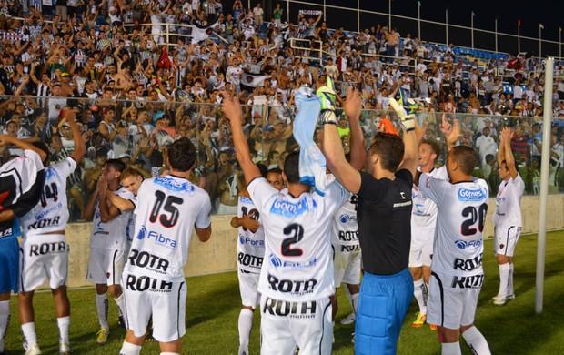 Jogadores do Botafogo-PB comemoram acesso à Série C de 2014 (Foto: Phelipe Caldas / Globoesporte.com/pb)