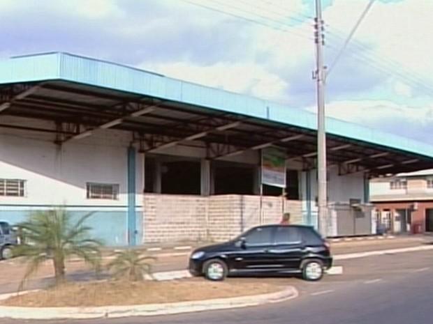 Prédio pode ser nova sede da Prefeitura de Passos (Foto: Reprodução EPTV)