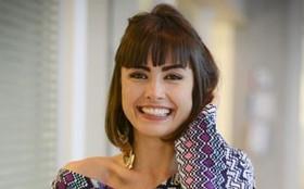Combinação de blusa colorida e calça lisa é o look de Patrícia preferido dos internautas