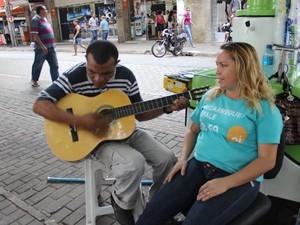 Amizade de Antônia Sousa e Raimundo surgiu através da música (Foto: Catarina Costa / G1)