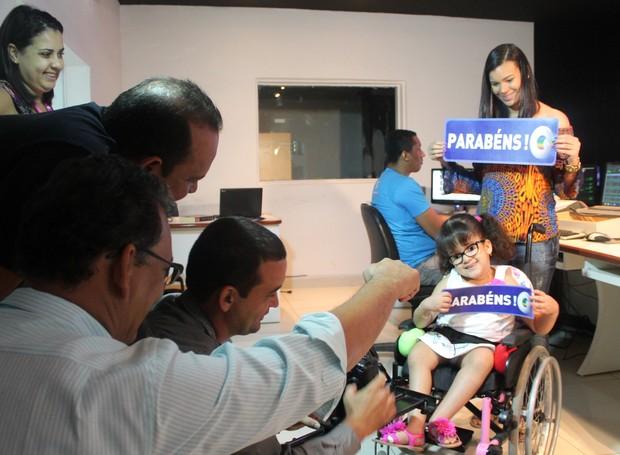 Aninha, de 5 anos, ficou toda animada para aparecer na telinha!  (Foto: Institucional/TV Grande Rio)