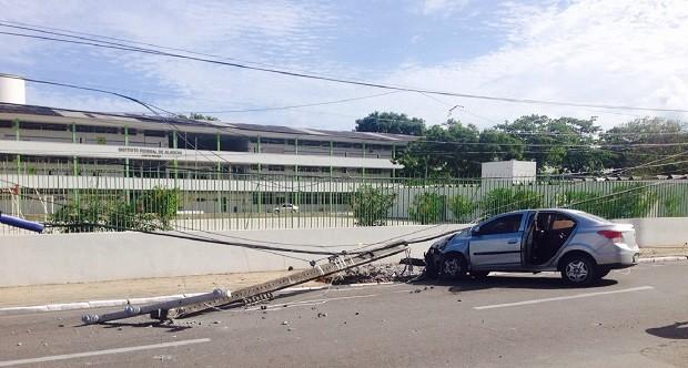 Condutora do veículo diz que dormiu ao volante e perdeu controle da direção (Foto: Catarina Martorelli/TV Gazeta)