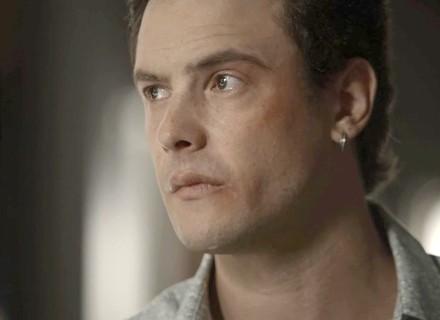 Gael se declara a Clara e garante que vai ficar do seu lado