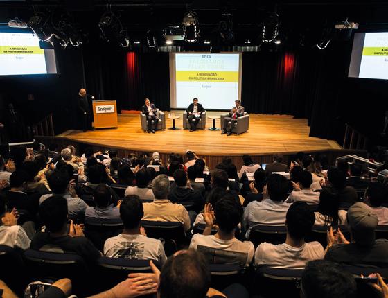 Rodrigo Maia (à esq) e Fernando Haddad (á dir) no debate.Eles condenam a radicalização (Foto: João Castellano/ÉPOCA)