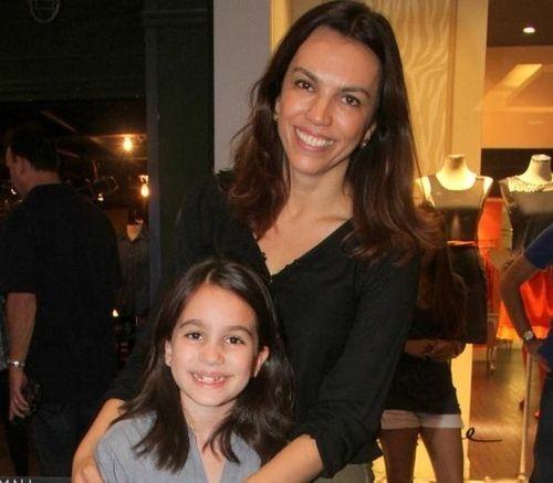"""A jornalista com a filha Melissa, de 10 anos: """"Mostro a ela que consegui tudo com muito esforço"""" (Foto: Ag News)"""