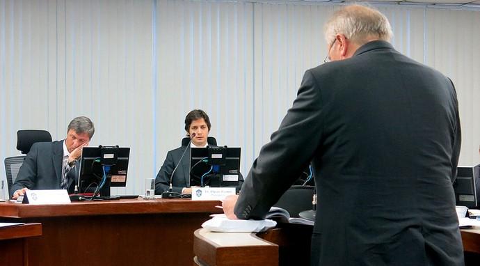 João Zanforlin julgamento STJD brasileirão 2013 (Foto: Edgard Maciel de Sá)