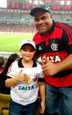 Acreanos Rutembergue Crispim e Igor Rodrigues Crispim, pai e filho, viajam ao Rio de Janeiro para assistirem partida de seus times do coração  (Foto: Inayara Rodrigues )