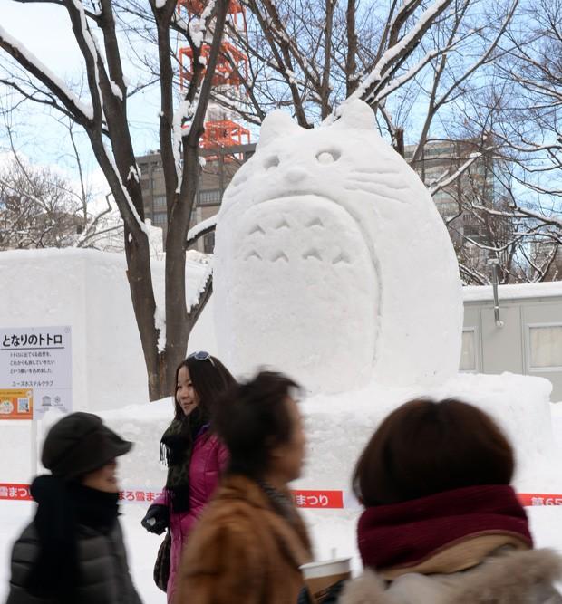 Evento de esculturas de neve reuniu 198 obras na cidade japonesa de Saporo (Foto: Toshifumi Kitamura/AFP)