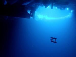Imagem mostra o robô submarino que integra projeto de pesquisa que vai mapear as profundezas da Antártica para estudar o impacto da mudança climática (Foto: Divisão Antártica Australiana/Reuters)