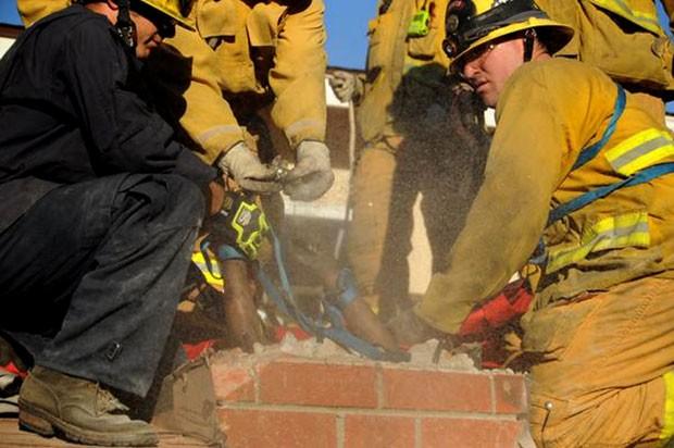 Caso ocorreu em Thousand Oaks, no estado da Califórnia (Foto: Ventura County Fire Department/AP)