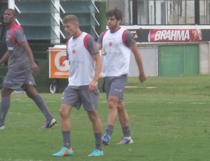 Juninho e Renato Silva treino do Vasco (Foto: André Casado / Globoesporte.com)