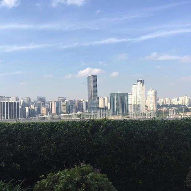 A vista ensolarada do skyline da cidade, em clique da apresentadora  (Foto: reprodução/instagram)