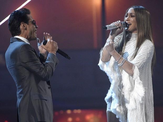 Jennifer surpreendeu ao subir no palco para homenagear o ex-marido (Foto: Chris Pizzello/Invision/AP)