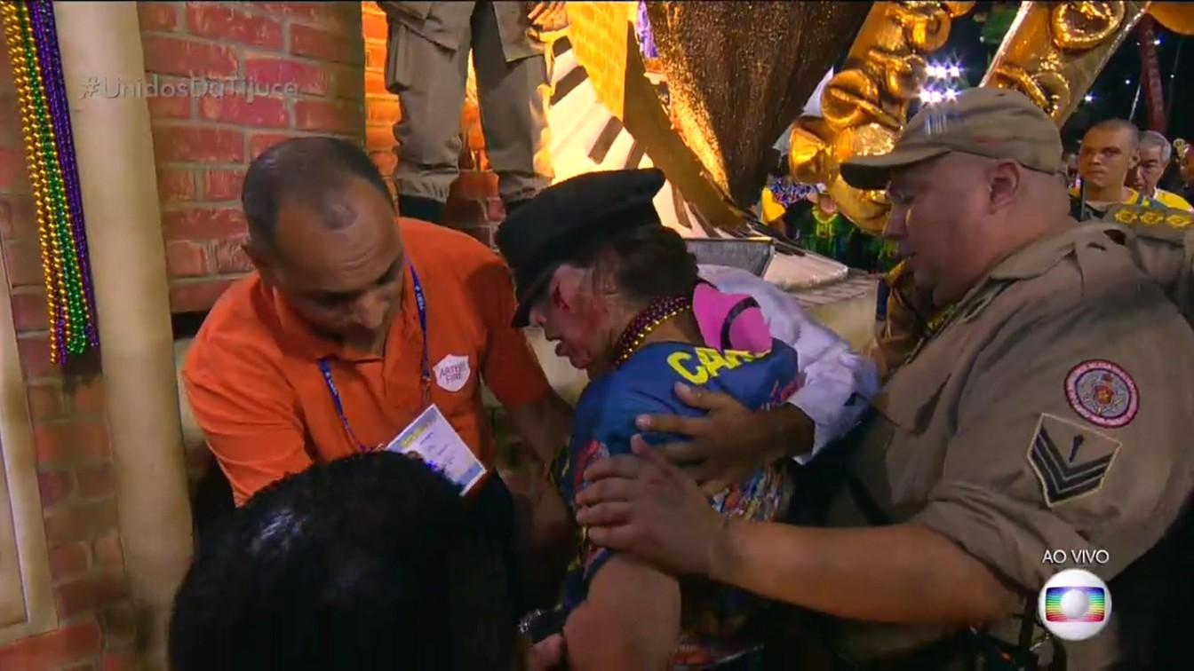 Mulher com ferimento após acidente com carro da Tijuca (Foto: Reprodução/TV Globo)
