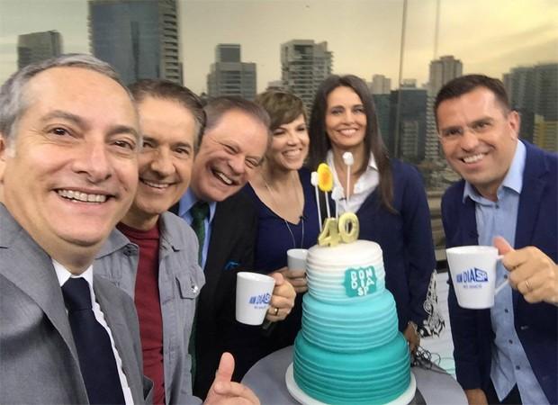 José Roberto Burnier, Carlos Tramontina, Chico Pinheiro, Glória Vanique, Carla Vilhena e Rodrigo Bocardi  (Foto: Reprodução/Facebook)