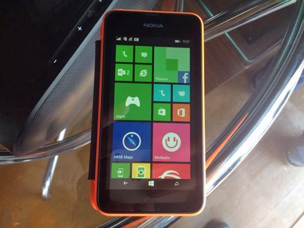 Novo Nokia Lumia 530 roda o sistema operacional Windows 8.1, aceita dois chips e custa R$ 400 no Brasil (Foto: Divulgação/Nokia)