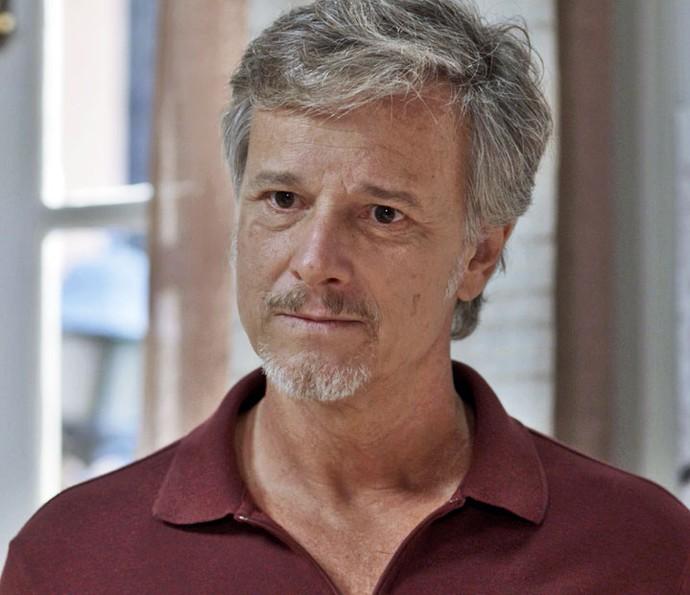 Vittorio concorda em negociar uma pensão para a ex-mulher (Foto: TV Globo)