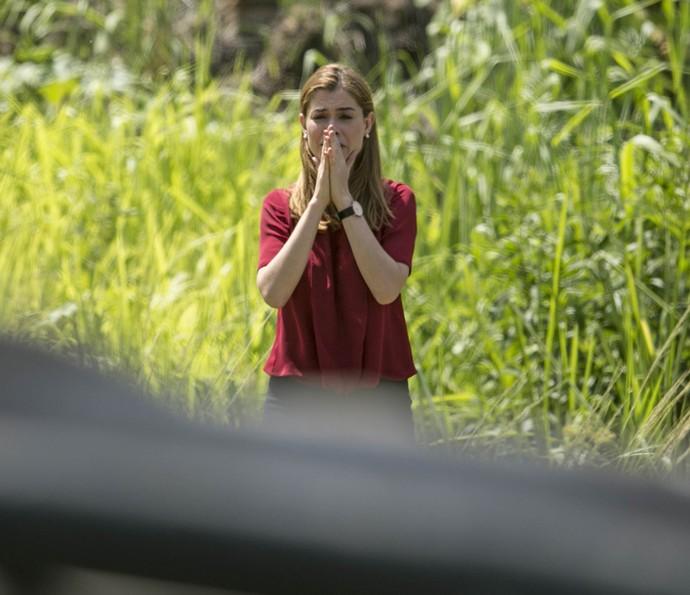 Lívia entra em pânico ao ver o estado da mãe (Foto: Raphael Dias/Gshow)