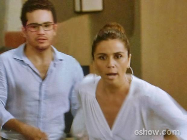 Clara fica desesperada com desmaio de Cadu (Foto: Em Família/ TV Globo)