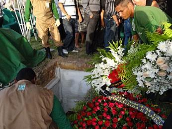 Enterro Fernando Lyra (Foto: Priscila Miranda / G1)