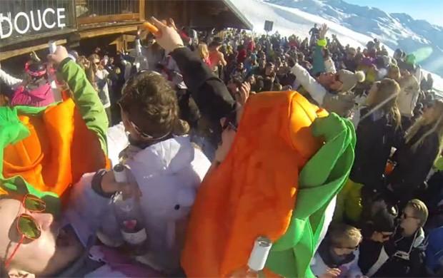 Homem atira cenoura em DJ e interrompe apresentação na França (Foto: Reprodução/YouTube/Stax3400)