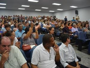 Plenário da Câmara de Vereadores ficou lotado para acompanhar a sessão (Foto: Magda Oliveira/G1)