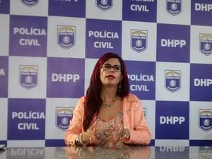 Delegada Gleide Ângelo explica os detalhes sobre o desaparecimento da arquiteta Núria Babyane (Foto: Camila Torres/TV Globo)