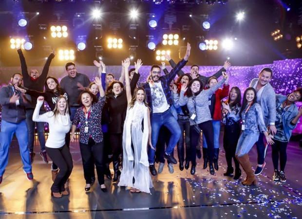 Patricia Abravanel e a equipe do 'Máquina da Fama' (Foto: Reprodução/Instagram)