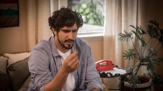 Vera entrega a Renato anel e carta de Alice