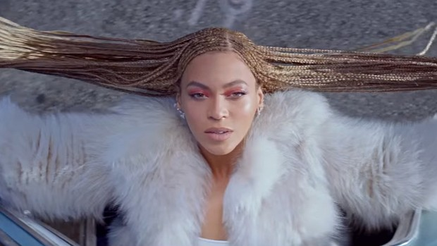 Beyoncé no clipe de Formation, seu novo single (Foto: Reprodução / Youtube)