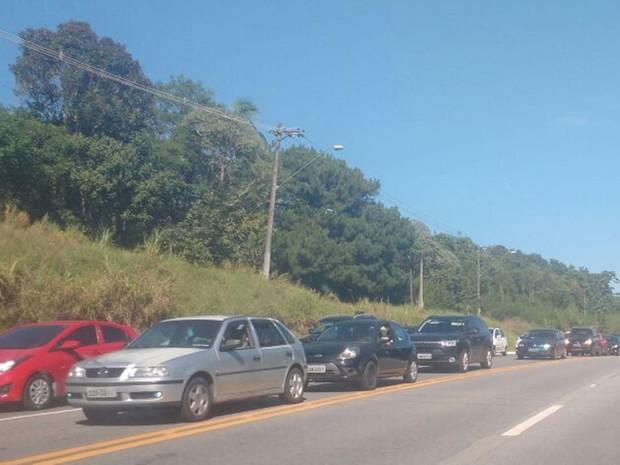 Mogi-Bertioga tem lentidão de 40 quilômetros nesta quarta-feira (28), segundo o DER (Foto: Sandra Redivo/TV Diário)