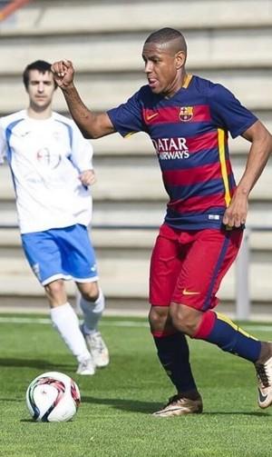 Robert em ação pelo Barça B: cena rara (Foto: Instagram Robert / Site oficial do Barcelona)